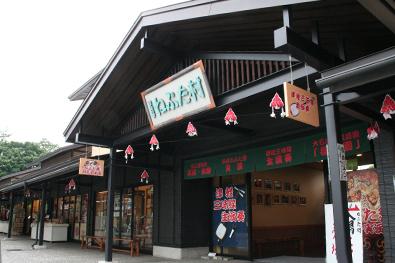 津軽藩ねぷた村で津軽三味線を聴くことができます