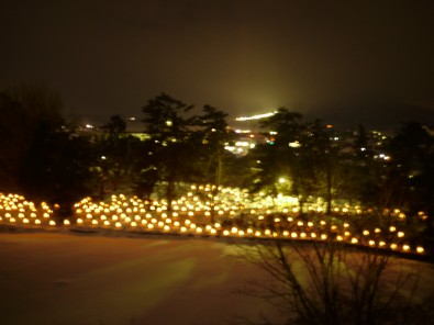 弘前城雪灯籠祭り 本丸からみた桜のトンネル