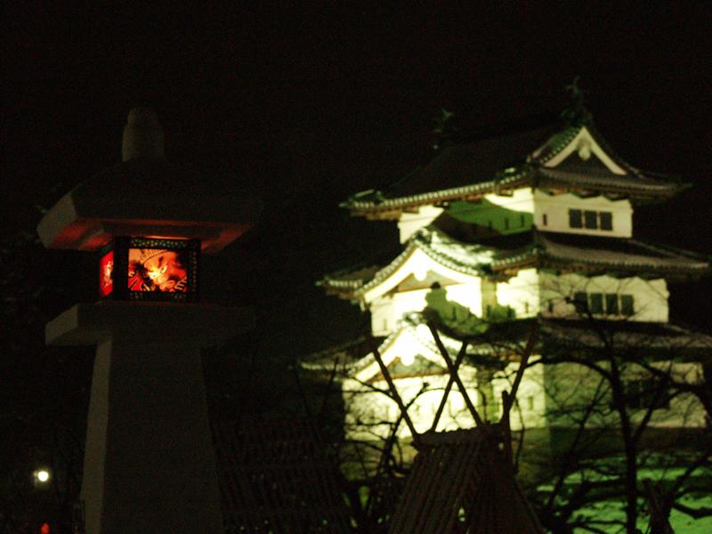 2014年弘前雪灯篭まつり開催! 弘前城と雪灯篭
