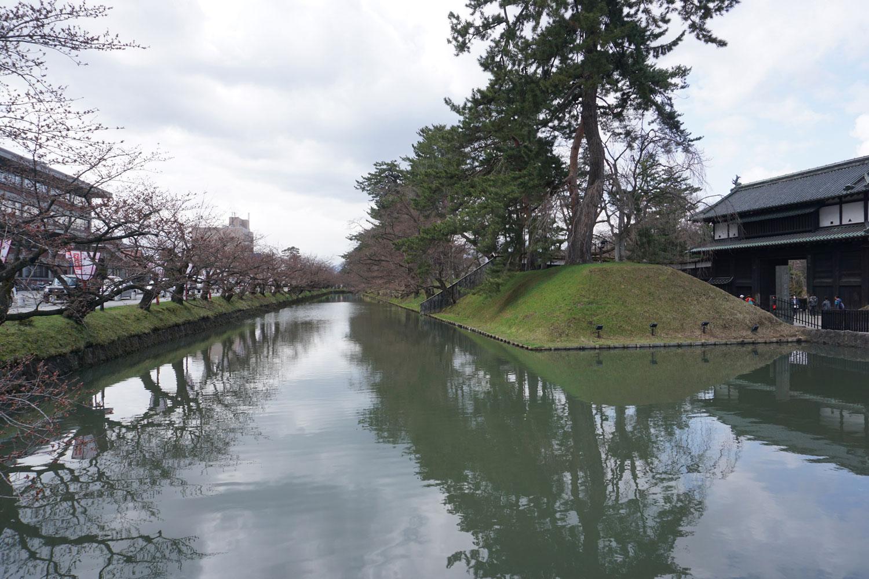 弘前公園 外濠の様子(2018年4月16日 撮影)