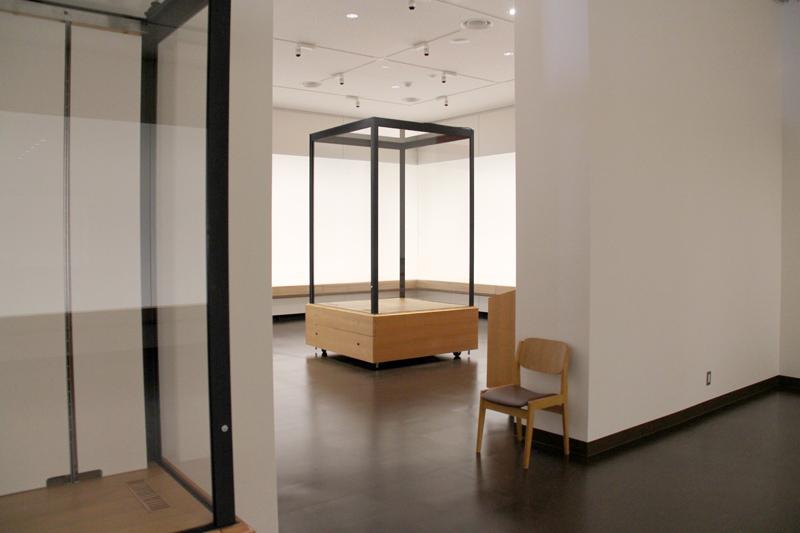 弘前市立博物館リニューアル 施設見学会 展示ケース等の説明も