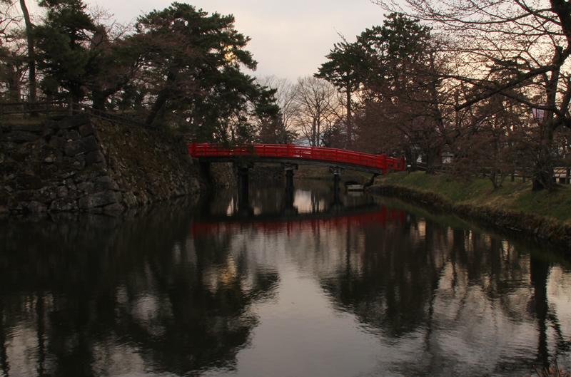 弘前城・弘前公園 鷹丘橋(タカオカバシ)