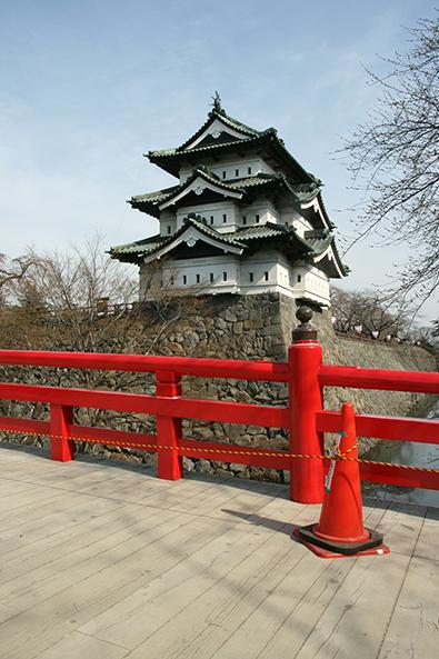 弘前公園・弘前城と下条橋の様子