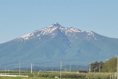 鶴田から見た岩木山
