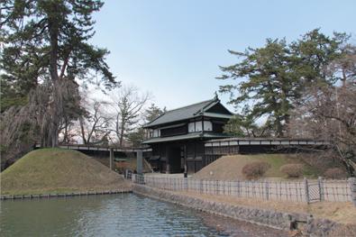 弘前公園・弘前城「追手門」の様子(2014年4月7日)