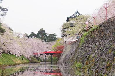 下乗橋と弘前城の今の様子