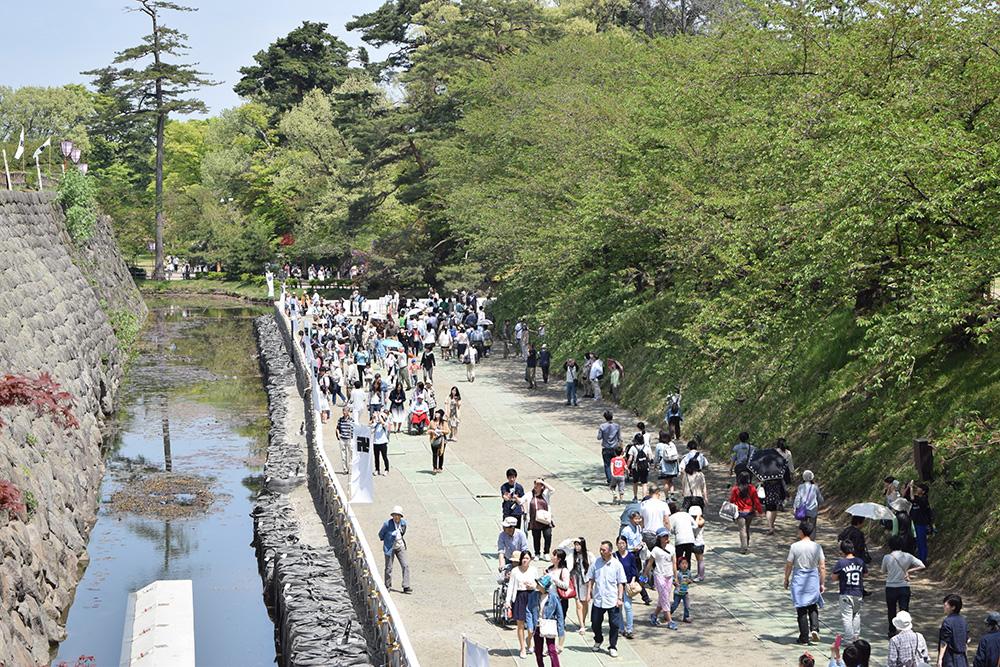 石垣修理工事 内濠の一般開放(弘前公園)