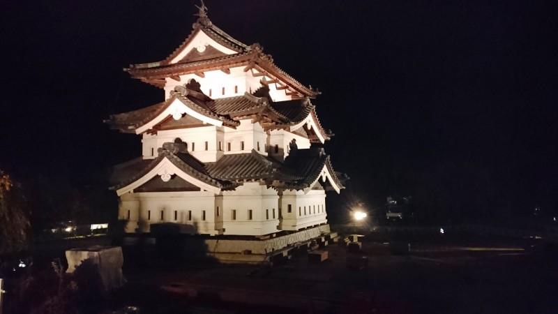 弘前城・天守曳屋(ひきや)情報~天守のライトアップも開始~
