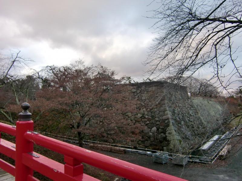 弘前公園 下乗橋(げじょうばし)からの景色