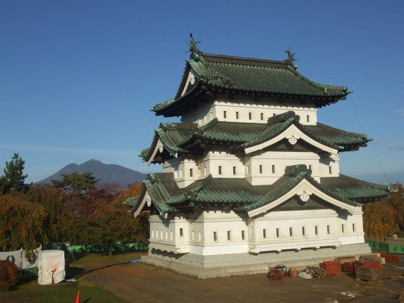 弘前城:弘前市提供
