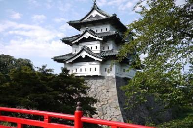 弘前公園の弘前城は有名です