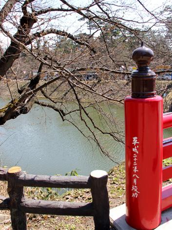 2013年4月22日の弘前城の南内門・杉の大橋付近の様子