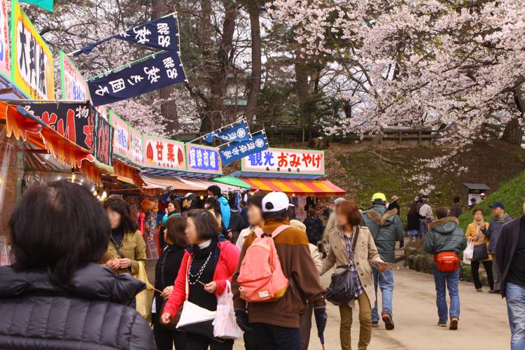 弘前城(弘前公園)で、弘前さくらまつりを楽しみませんか