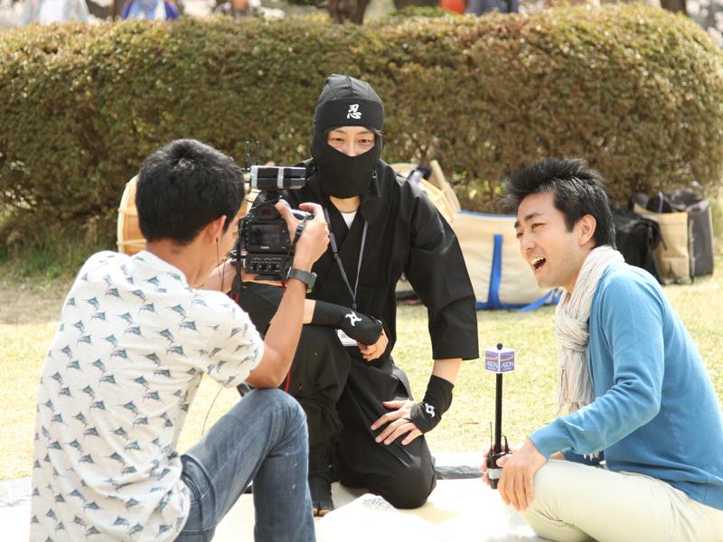 弘前さくらまつりで行われた手ぶらで観桜会取材の様子