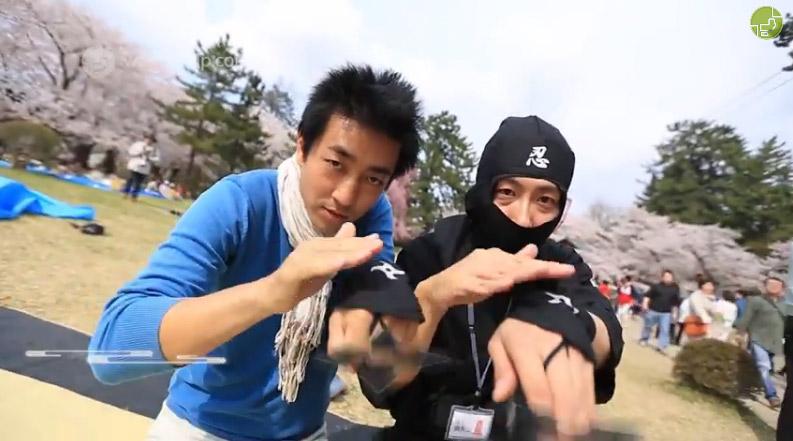 弘前城の忍者とレポーターの「佐野ひろ」さん