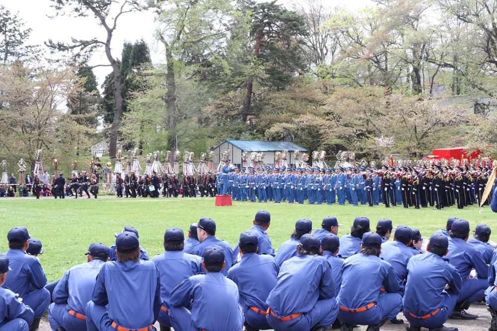 青森県中弘地区消防協会定期観閲式の様子