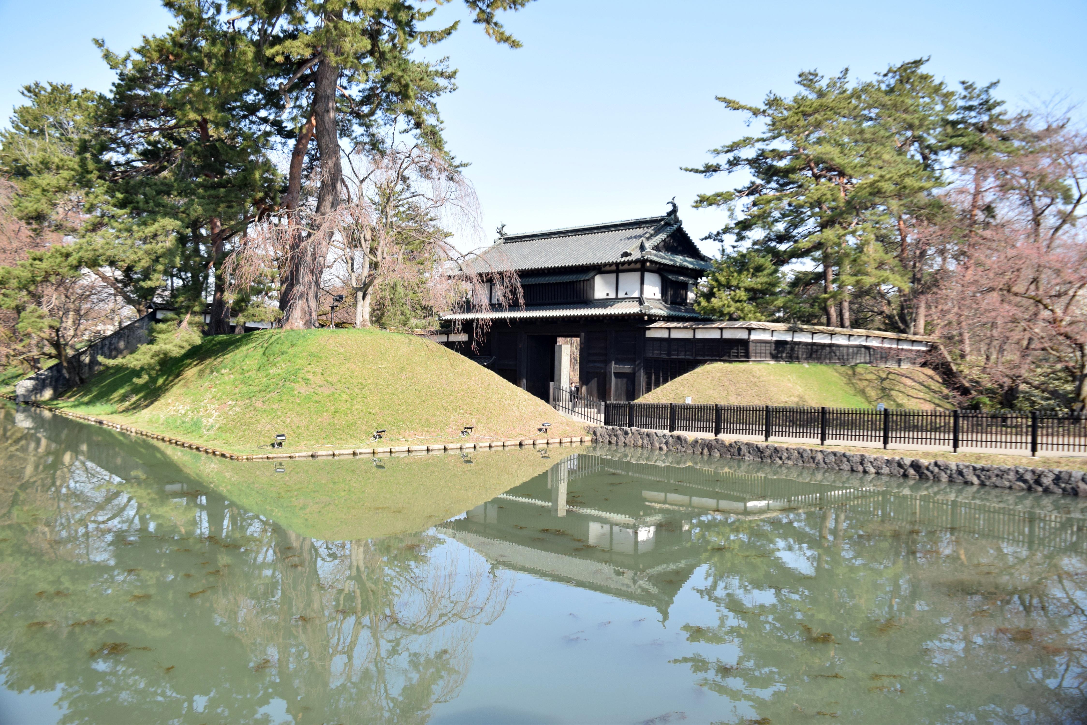 弘前城・追手門口付近