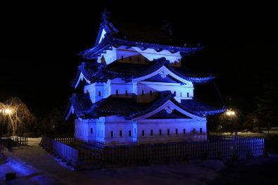弘前城天守ブルーライトアップ