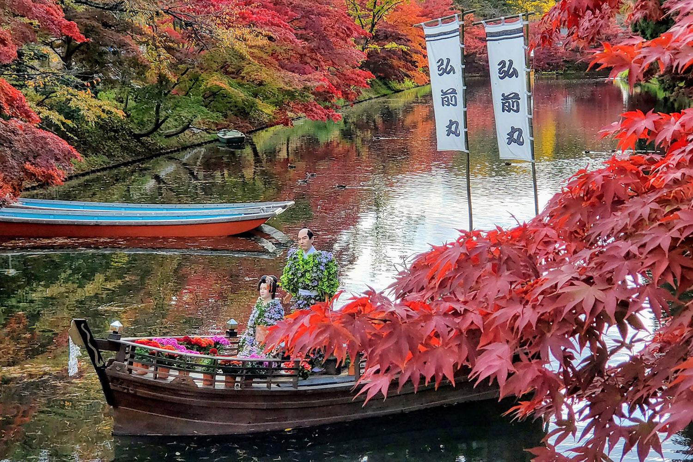 「弘前城菊と紅葉まつり」